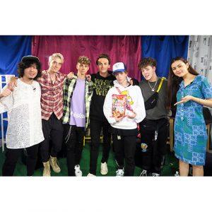 新世代をリードするアメリカのボーイズ・グループ、ホワイ・ドント・ウィーがスタジオで生歌を披露。ドキドキ風船爆発大盛り上がり!